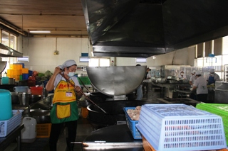 Paying attention to monitoring input food sources throughout the process of cooking food