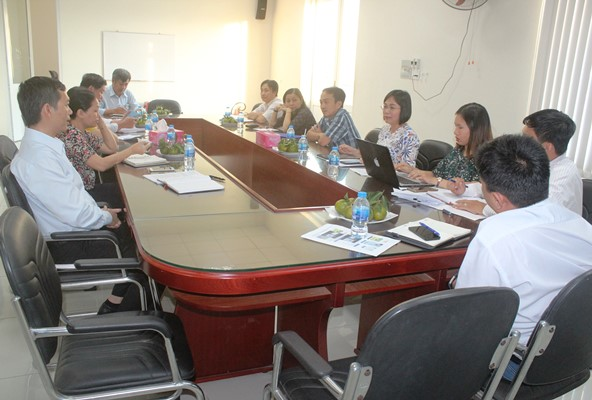 Dong Nai Department of Science and Technology (DOST) had a working session with the Management of Dau Giay wholesale market to discuss how to stick goods traceability stamps