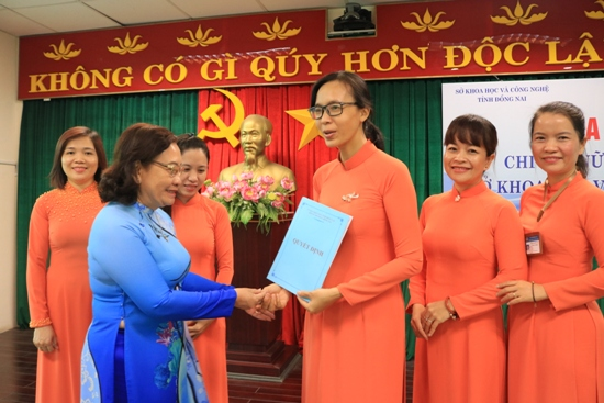 The Association Branch for Intellectual Women at Dong Nai Department of Science and Technology introduced