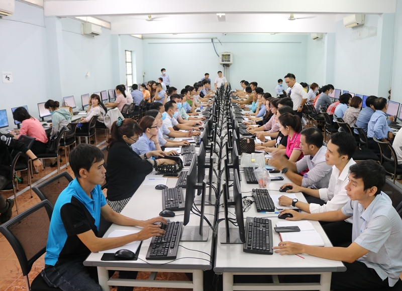 Training on how to use the voting software offered to Bien Hoa city