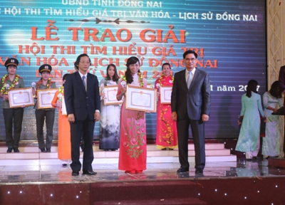 Dong Nai Department of Science and Technology held a summation ceremony to award prizes to the winners in its movements and contests