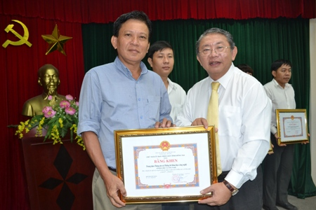 Merit certificates awarded to 44 collectives and individuals with the outstanding achievements for 40 years of construction and development of Dong Nai Department of Science and Technology