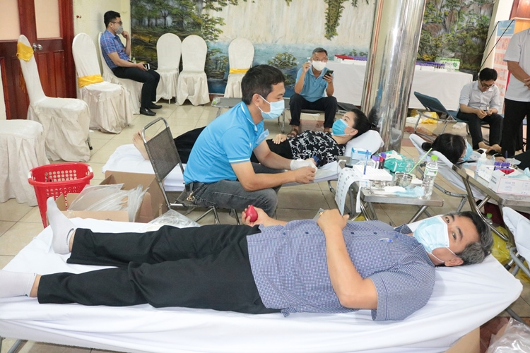 Responding to voluntary blood donation during the period of a shortage of blood due to Covid - 19